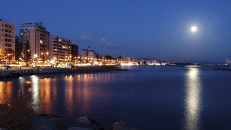 Limassol bei Nacht