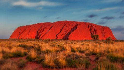 Der Uluru oder Ayers Rock ist eine der Sehenswürdigkeiten in Australien